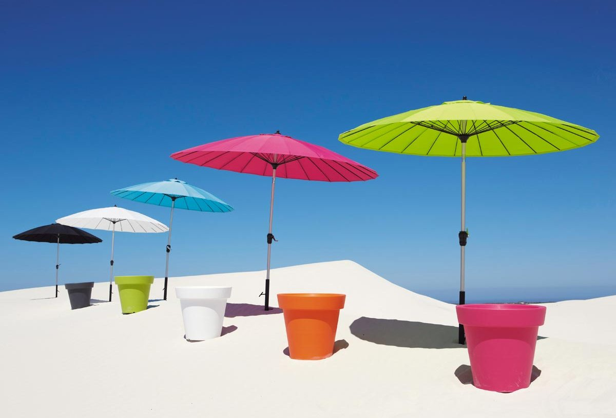 zonnige parasols gekleurd rond of design een blikvanger. Black Bedroom Furniture Sets. Home Design Ideas